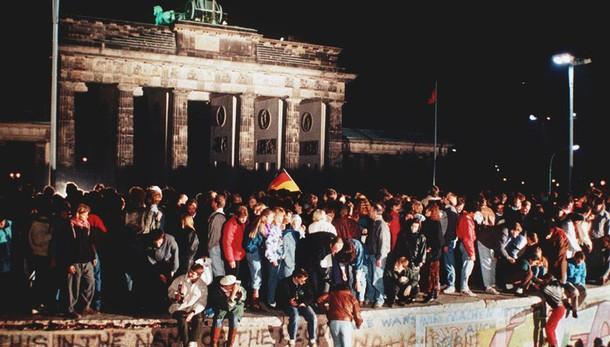 Muro Berlino: Juncker, chiusero ferite aperte dalla guerra