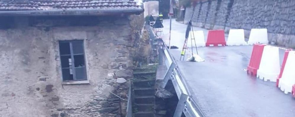 Buglio, piove tanto e un muro crolla  Ora la provinciale è chiusa