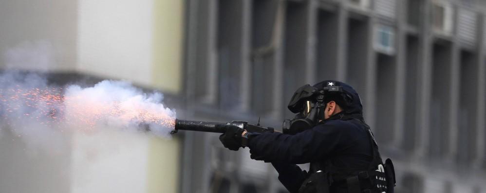 Hong Kong: Ue, violenza inaccettabile, rinunciare a forza