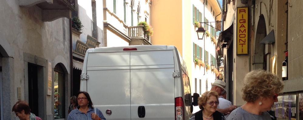 Mezzi nella Ztl a Chiavenna, sale il malumore: presto controlli