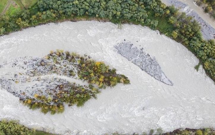 La foce del Mera è invasa dai detriti  Lavori presto al via