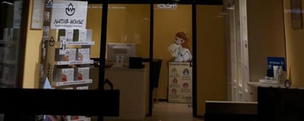 Ladri all'opera in un negozio a Morbegno. Nella notte cassa svuotata