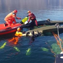 Mandello, ultraleggero nel lago  Soccorso il pilota, non è grave