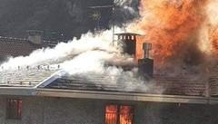 Grosotto, brucia la canna fumaria  Notte fuori casa e molti danni