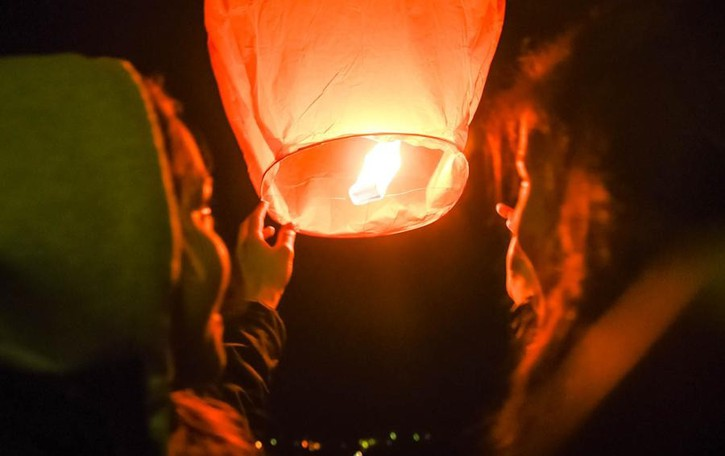 Prata mette al bando le lanterne cinesi: «Sono un vero pericolo»