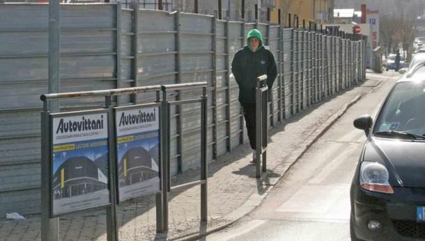 Sondrio, spazi stretti e fondo sconnesso  «Più sicurezza in via Vanoni»