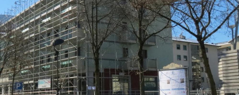Via Brigata Orobica a Sondrio, tolti alcuni sigilli: si contano i danni dovuti alla neve