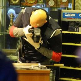 Lecco, gioielliere picchiato  «Pene severe, non pistole»