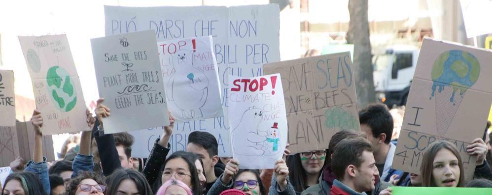 I ragazzi in piazza:  «Tuteliamo il nostro pianeta»
