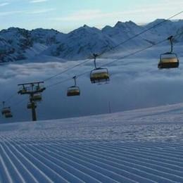 Le auto restano nel parcheggio  Gli sciatori usano lo Ski Link