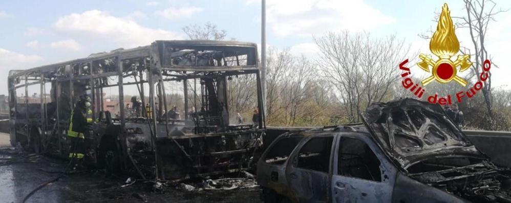 Risultati immagini per bus incendiato