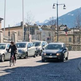 Nuova viabilità in via De Simoni?  «Meglio il mercato»