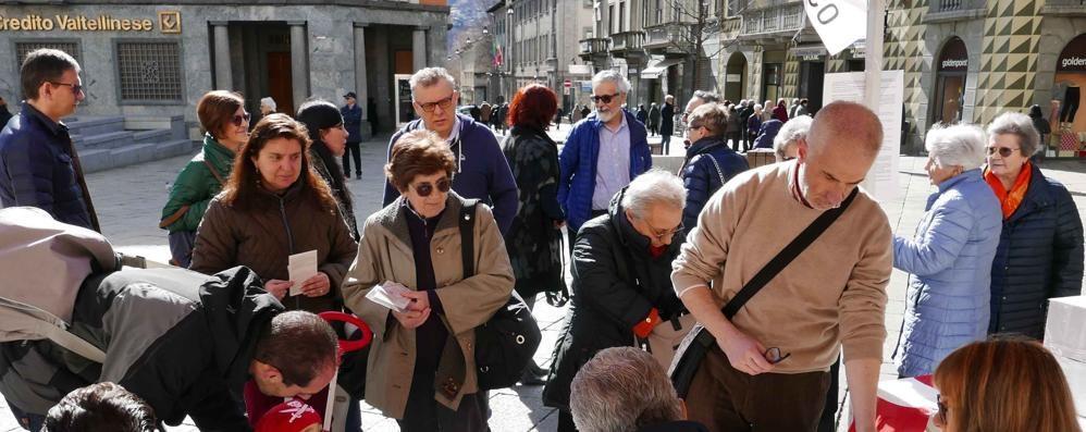Primarie Pd, votanti in lieve flessione in Valle. Zingaretti vince col 61%