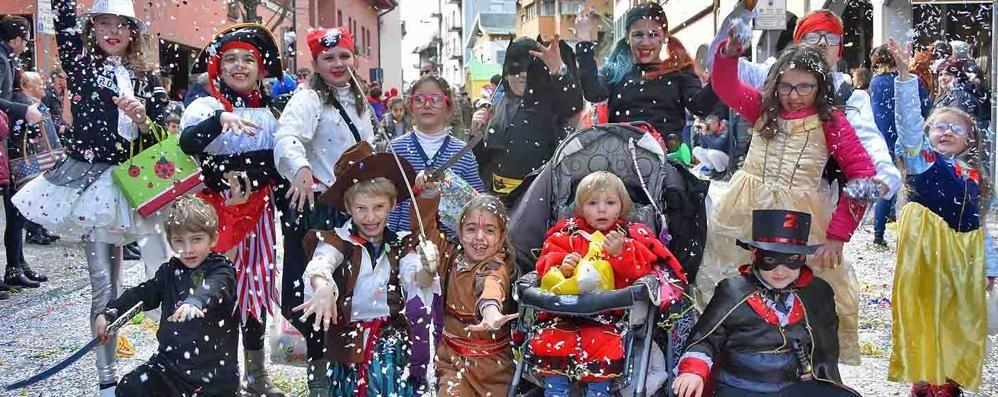 Il Carnevalissimo con i carri è meglio Diecimila per le vie di Morbegno