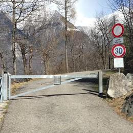 Sbarra sulla strada per Uschione  Infuriati turisti e gestore del rifugio