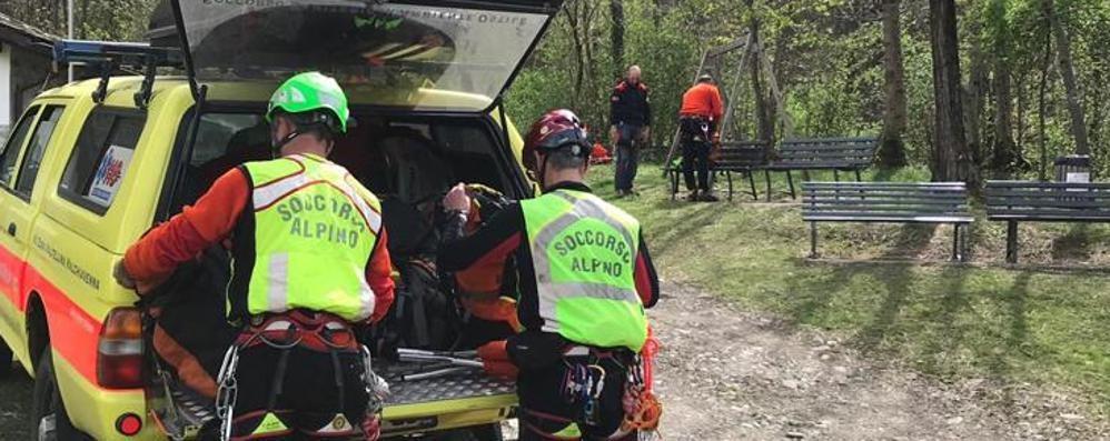 Tragedia a Delebio, uomo cade nei boschi e muore