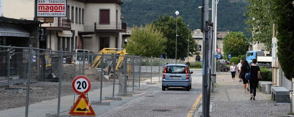 Viale Ambrosetti a Morbegno, tra due settimane si torna a circolare