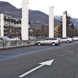 Sondrio, park a pagamento al Policampus  «Così non va, posti per metà vuoti»