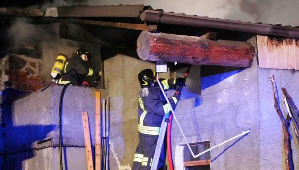 Incendi, il pericolo è nel camino  Due roghi alla settimana in Valle