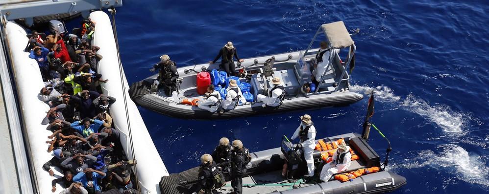 Migranti: via libera a proroga Sophia, ma senza navi