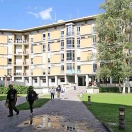 «Pulizie negli ospedali, quanto degrado»  L'Azienda precisa: «Stiamo vigilando»