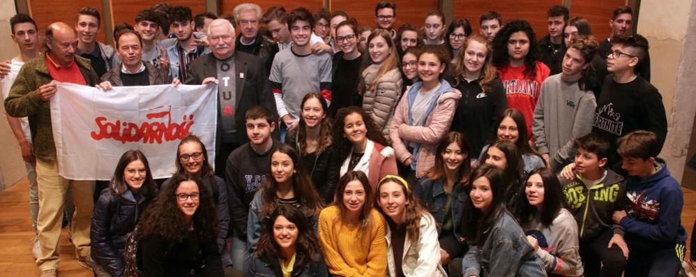 Lech Walesa: «Questo capitalismo non può durare, si rischia una rivoluzione»