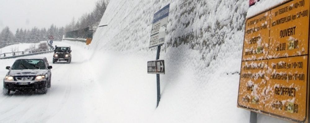 Neve in quota, chiusa la statale 36 a Madesimo