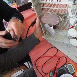 Elettrodomestici guasti e bici rotte  Al Repair Cafè tornano come nuovi