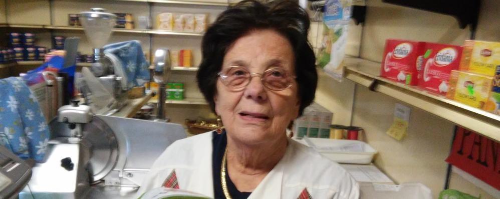 Mazzo: dopo 45 anni tra gli scaffali, Dina chiude il suo alimentari