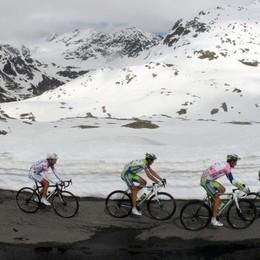 Mortirolo aperto, Gavia quasi  «Lavoro senza sosta per il Giro»