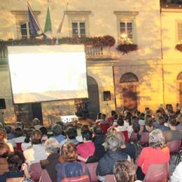 Sondrio, il cinema scende dal castello: proiezioni nel giardino del Martinengo