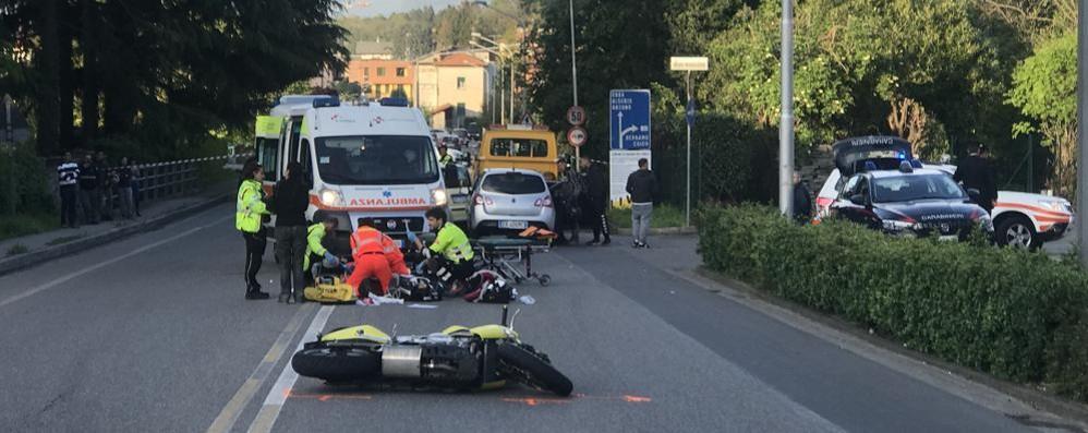 Alzate, frontale sulla Briantea Morto giovane motociclista