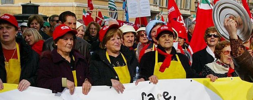 «Basta, bisogna rivalutare le pensioni»  Dalla Valle la protesta arriva a Roma