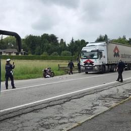 Motociclista morto sulla Statale  Olgiate, «Il pirata si costituisca»