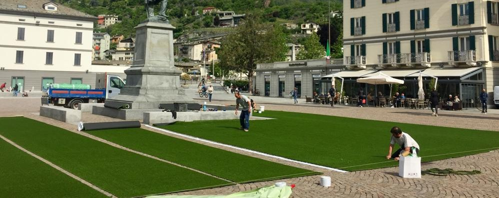 Un prato in piazza Garibaldi a Sondrio  Nel weekend c'è Garden City