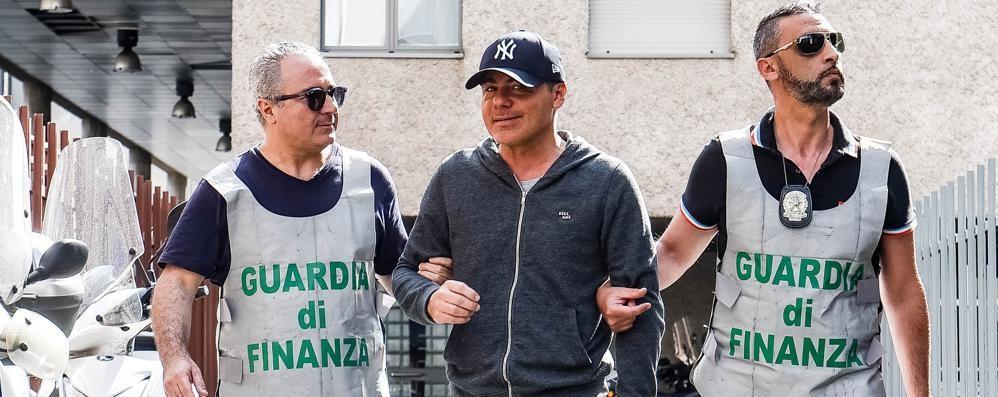 """Preso il """"re"""" delle truffe (VIDEO) Arrestato in centro a Como"""