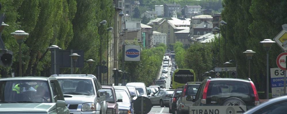 Viale Italia, mille camion al giorno  «La soluzione è nella tangenziale»