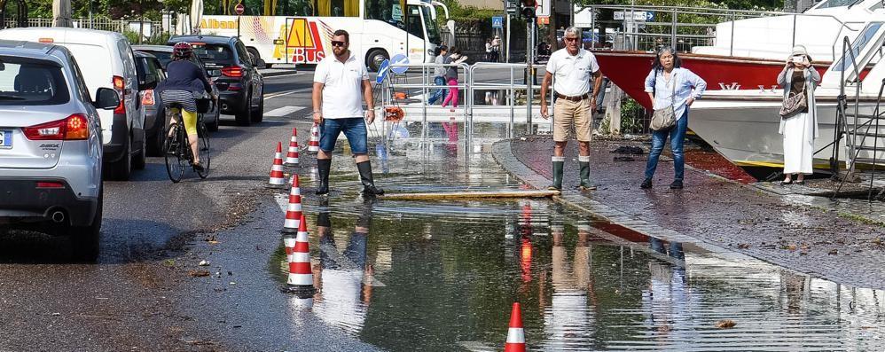 ESONDA IL LAGO, STRADA CHIUSA   Traffico nel caos per un acquazzone