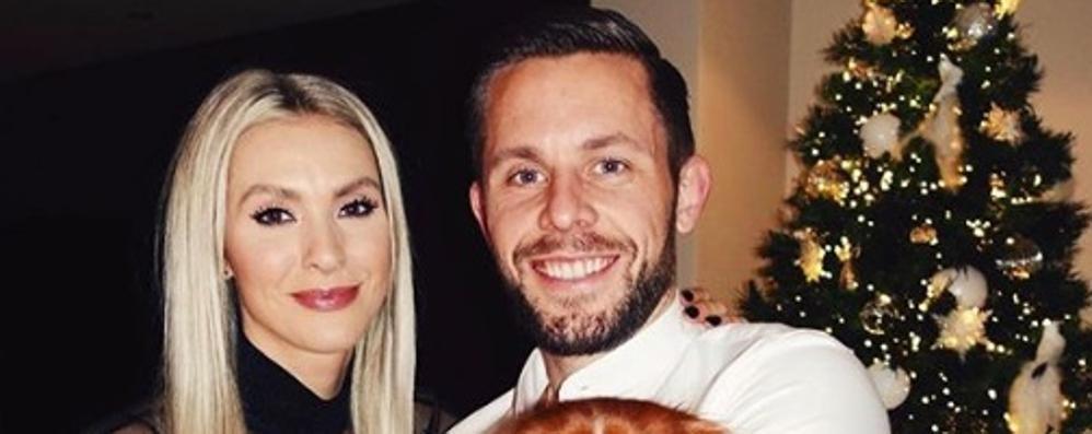 Il calciatore e la modella a nozze  Mezza Islanda in ritiro a Ossuccio