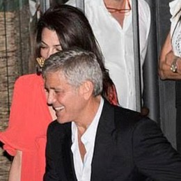 Clooney e Amal al Gatto nero La foto fa il giro del mondo