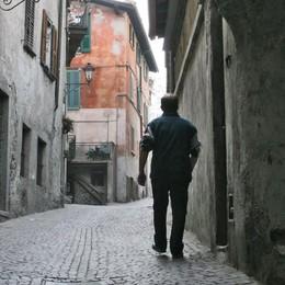 Sondrio, una città in scacco, diminuiscono i nati. E anche le imprese