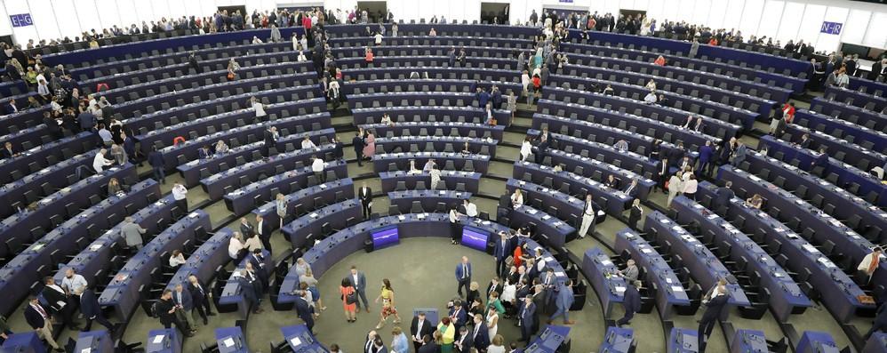 Ue: von der Leyen cerca di rassicurare S&D e Renew Europe