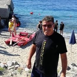 L'impresa a 66 anni: ha attraversato a nuoto lo Stretto di Messina