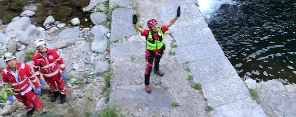Cade alle Seriole, paura per un ragazzo  Varie fratture dopo un volo di 4 metri