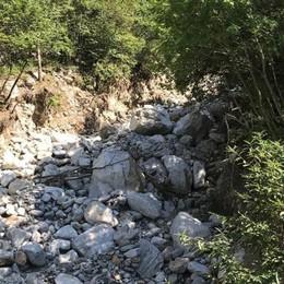 Danneggiato l'argine del torrente Liro  Così rischia di finire nell'acquedotto