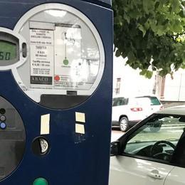 Parcheggi a Chiavenna, ora si paga anche con lo smartphone