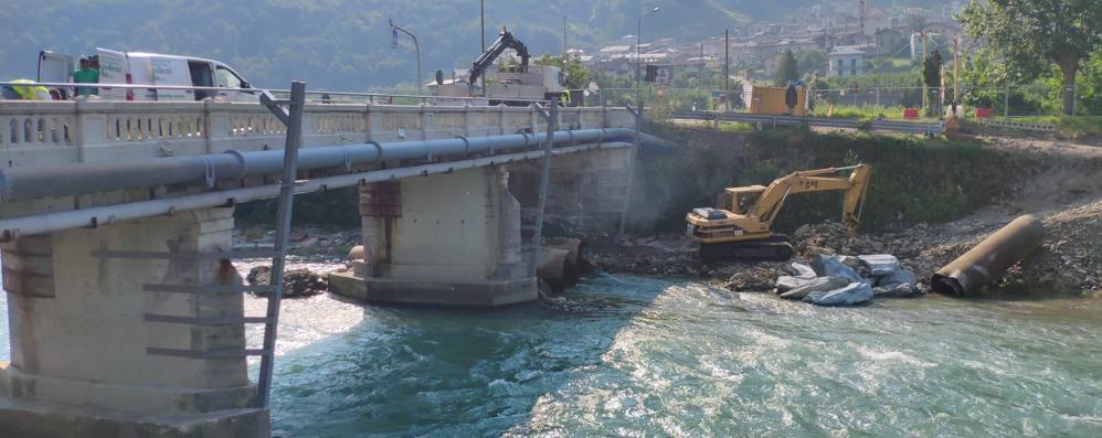 Ponte provvisorio, al via lavori e disagi  Il sindaco: «Non mi hanno ascoltato»