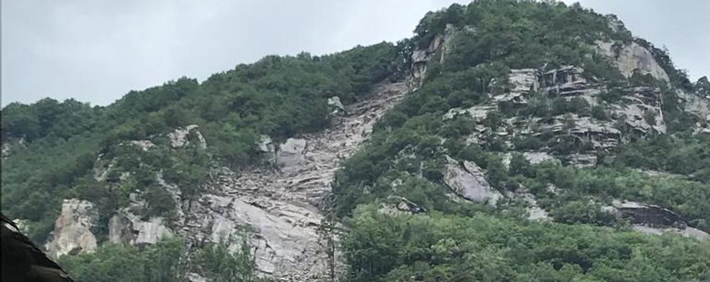 Frana a Villa di Chiavenna, sei abitazioni evacuate