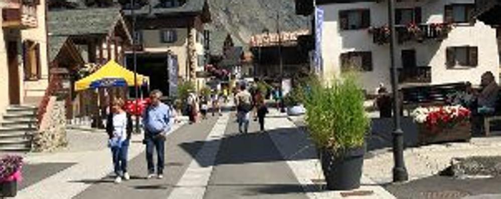 Marciapiedi e lampade, Livigno si fa bella  partendo dalle strade