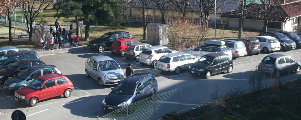 Il sindaco alle famiglie: «Scuole riaperte  Le auto non devono essere un intralcio»